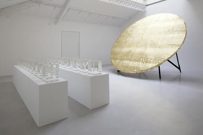 Galerie-Kamel-Mennour-Anish-Kapoor-Floating-Dawn-2011-James-Lee-Byars-The-Planet-Sign-1981_original_large