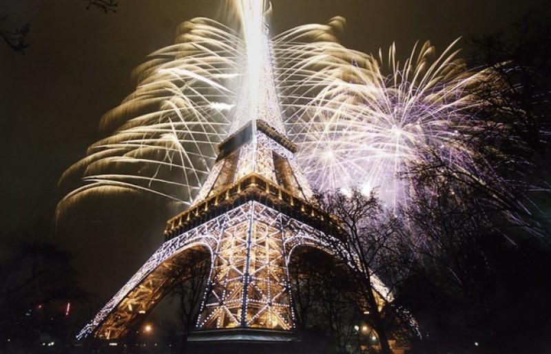 14-juillet-feu-artifice-Tour-Eiffel-doré---630x405---©-Groupe-F-Thierry-Nava_block_media_very_big